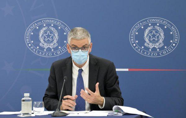 Il portavoce del Cts, Silvio Brusaferro, nel corso della conferenza stampa di aggiornamento sulla campagna vaccinale e sull'andamento epidemiologico presso la sala Polifunzionale della Presidenza del Consiglio. Roma, 11 giugno 2021.